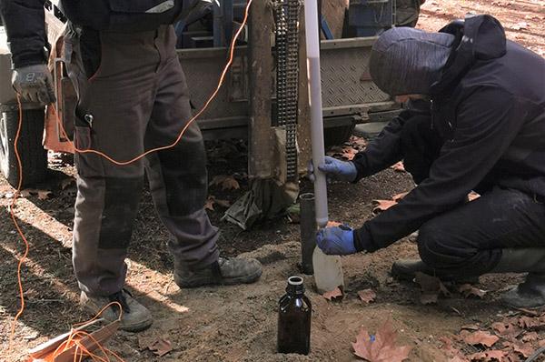 Harminc év után a talaj és a talajvíz szennyeződés mértékét feltáró vizsgálatokat indítottunk a Lenfonó területén